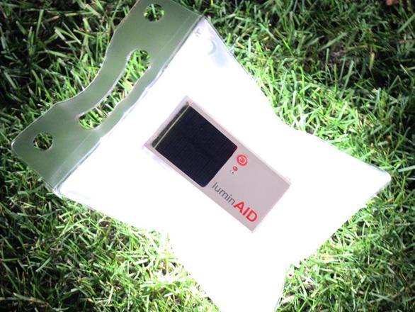 太陽光で繰り返し充電できるLEDライト