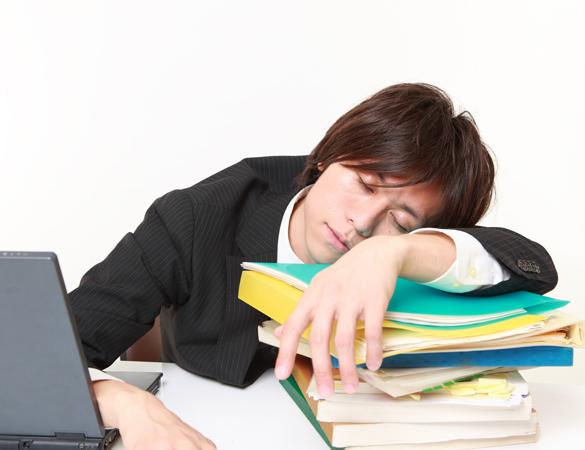 寝ているときに「ビクッ」となる現象って?