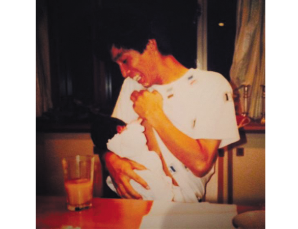 IMALUが明石家さんまの爆笑写真を公開!還暦を祝う投稿に「いい写真」「素敵な親子」
