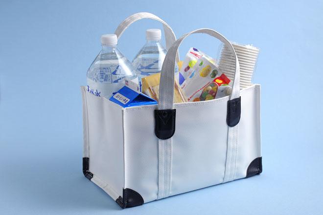 もともと牛乳瓶を運ぶために作られた鞄「ミルクマン」。収納力と強度は抜群だ 撮影:石井幸久