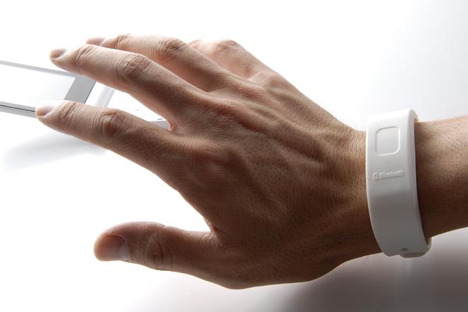 ポケットに入れていても着信のバイブに気づけないことも。ぶるっトゥースがあれば、着信を逃さないどころか、大事な携帯を忘れることもない