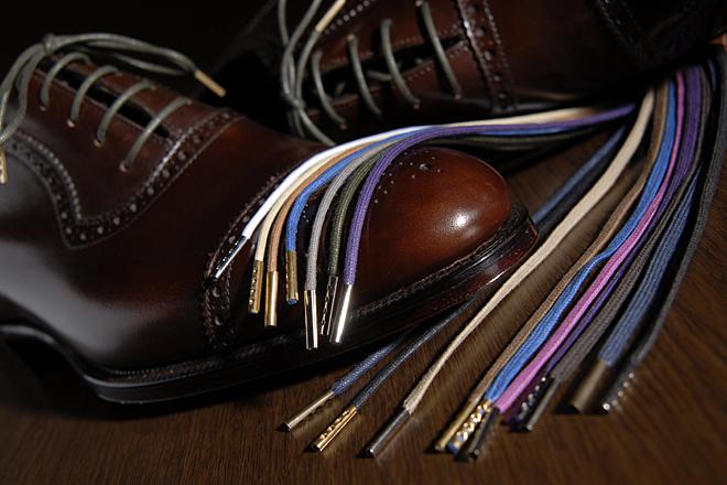 靴紐に高級感をもたせるだけで、見慣れた靴がワンランク上に見える 撮影:石井幸久
