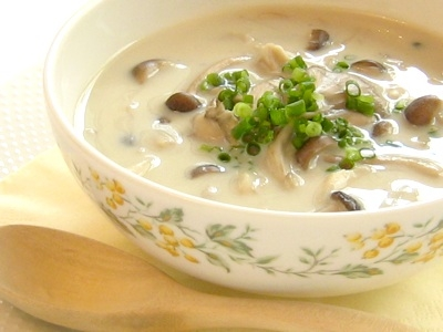 キノコとしょうがの豆乳スープ