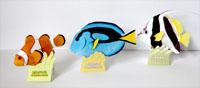 左から、カクレクマノミ、ナンヨウハギ、ハタタテダイのペーパークラフト