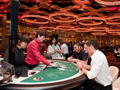 NAVER まとめマカオのカジノで人生一発逆転なるか!?賭人が全身全霊をこめてバカラで「絞る」