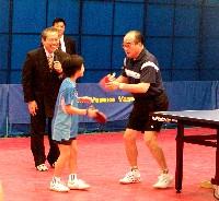 世界卓球3連覇の荘則棟氏が東京で講演 伝説の王者、ピンポン外交を語る