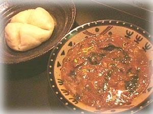 オボノスープ(写真手前)はナイジェリアでは食欲がないときや風邪をひいたと... ナイジェリア 「