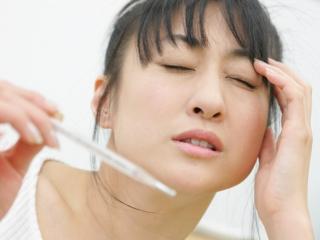 発熱が続いたり、体がだるい状態が続くのも症状の一つです 膠原病は、慢性... 膠原病(こうげんび