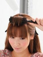 5.前髪の上部分をブロー