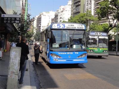 市内をくまなく網羅するバスは、番号によって行き先が決まっているundef... 市内をくまなく網