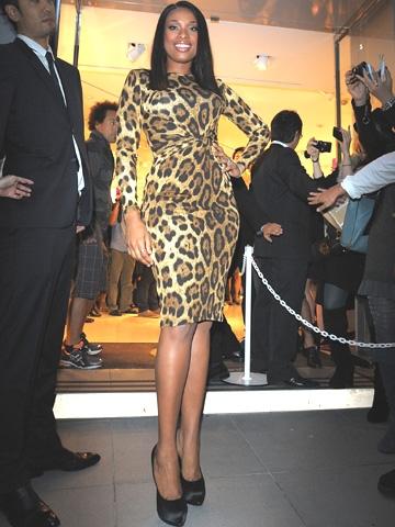 Wow、貫禄十分!マイケル・コースのレオパード柄ドレスを着たジェニファー... Wow、貫禄十分