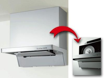 レンジフードがフィルターを自動掃除するキッチン換気扇。ショールームでの洗浄実演ではいつも歓声が上がるそう。[洗エールレンジフード/クリナップ]