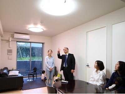 出席者は左から中村江利子さん、ガイド外山、大谷千栄さん、河野佳子さんと、... 出席者は左から中