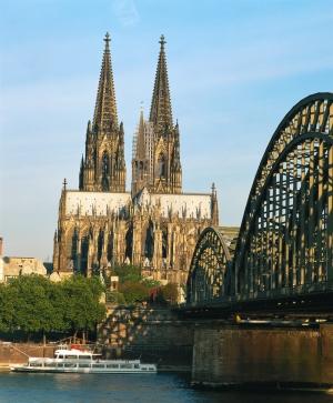 ケルン ドイツ・ケルン 世界最大のゴシック建築のケルン大聖堂 ケルン 完成まで実に632年を要し