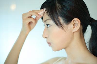 皮脂の過剰分泌によって起こるテカリやベタつき、そ... 皮脂の過剰分泌によって起こるテカリやベタ