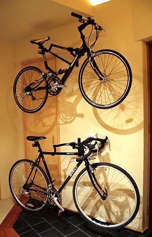 自転車の 自転車 収納 diy : ステキDIY!塗り壁とアイアンの ...