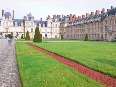 白馬の中庭 フォンテーヌブロー宮殿と白馬の中庭 【世界遺産基本データ】 登録名称:フォンテーヌブ
