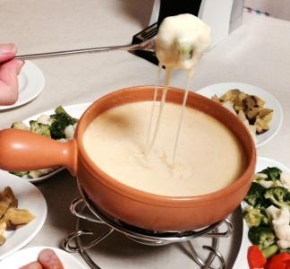 サヴォワ地方のチーズフォンデュ サヴォワ地方のチーズフォンデュ サヴォワ地方の「チーズフォンデュ
