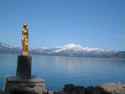 田沢湖と「たつこ像」