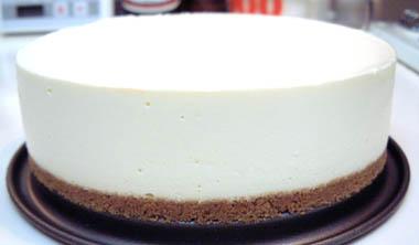 簡単!混ぜて冷やすだけのレアチーズケーキ