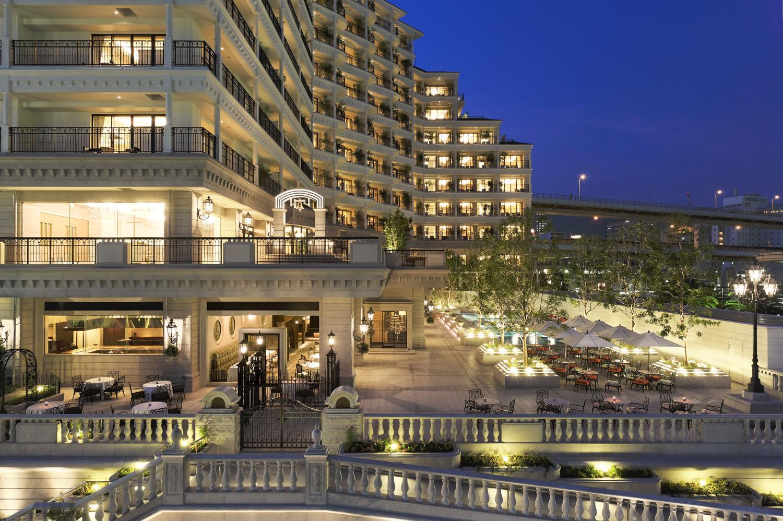 夕景 まるで海外のリゾートホテルのような面もちのホテルの夕景。近くに神戸ポート... 神戸にラグ