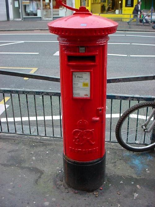 イギリスの郵便ポスト ちょっとレトロなイギリスの郵便ポスト。メインストリートのいたるところにあ.
