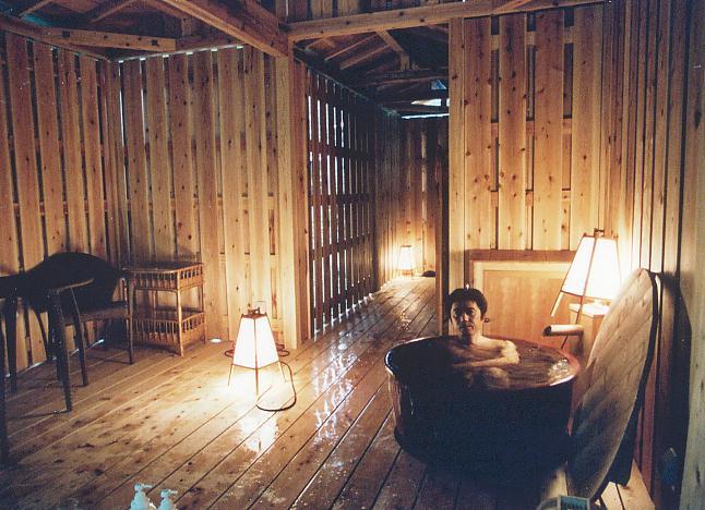 ... を落とした部屋付き露天風呂