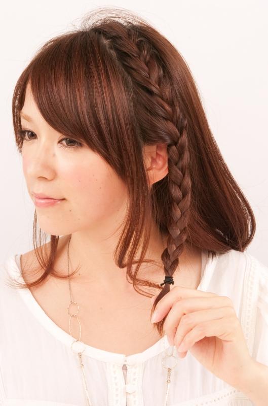 浴衣 ミディアムヘアの髪型・ヘアアレンジ|編みこみで作るラフヘアアレンジ