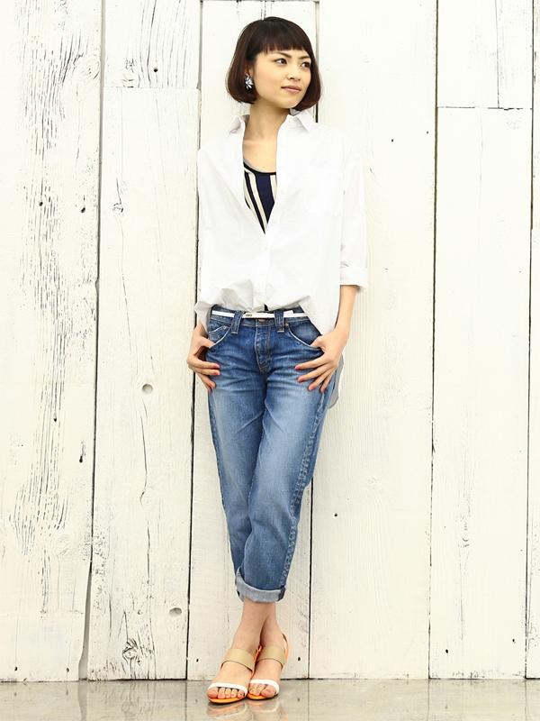 【夏コーデ】白シャツのレディースカジュアルな着こなしまとめ