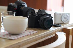 カフェを切り取る3つのカメラ