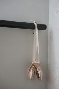 バレエも日舞も、体の軸を整え音楽に合わせて体を動かすという意味でどちらも好き。リビングにはバーを取り付けてストレッチもマメに行う