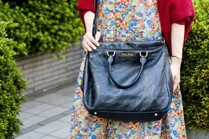 miumiuのバッグは長年使っているお気に入り。愛用のMacbookAirを入れて持ち歩く