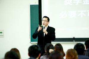 講演は、年間100〜120回ほど。全国を巡る