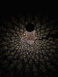 国宝白水阿弥陀堂のライトアップでは、お堂前までのアプローチに露地行灯風の特注器具
