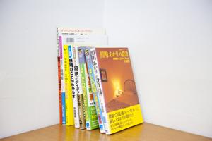 著作の数々。海外での仕事もあり、台湾語での本の出版も