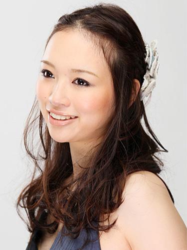 【ミディアムヘア】のためのお呼ばれヘアスタイル♡厳選30! で紹介している画像