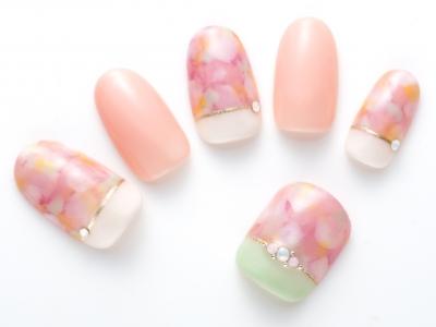 絶妙なバランスが魅力!桜カラーで作るセパレートネイル