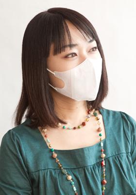 マスクの中で、ほうれい線&リップケア